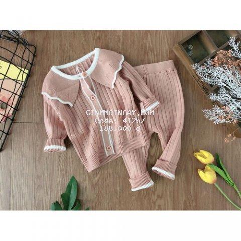 Sét bộ len cho bé với gam màu dễ thương, chất lên mịn và mềm mại